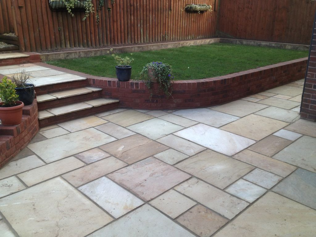 Retaining Wall Design Brick : Chepstow mint fossil indian sand stone with red decoter