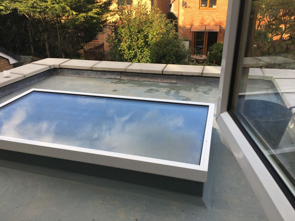 Undy extension with flat roof & large sky light-6