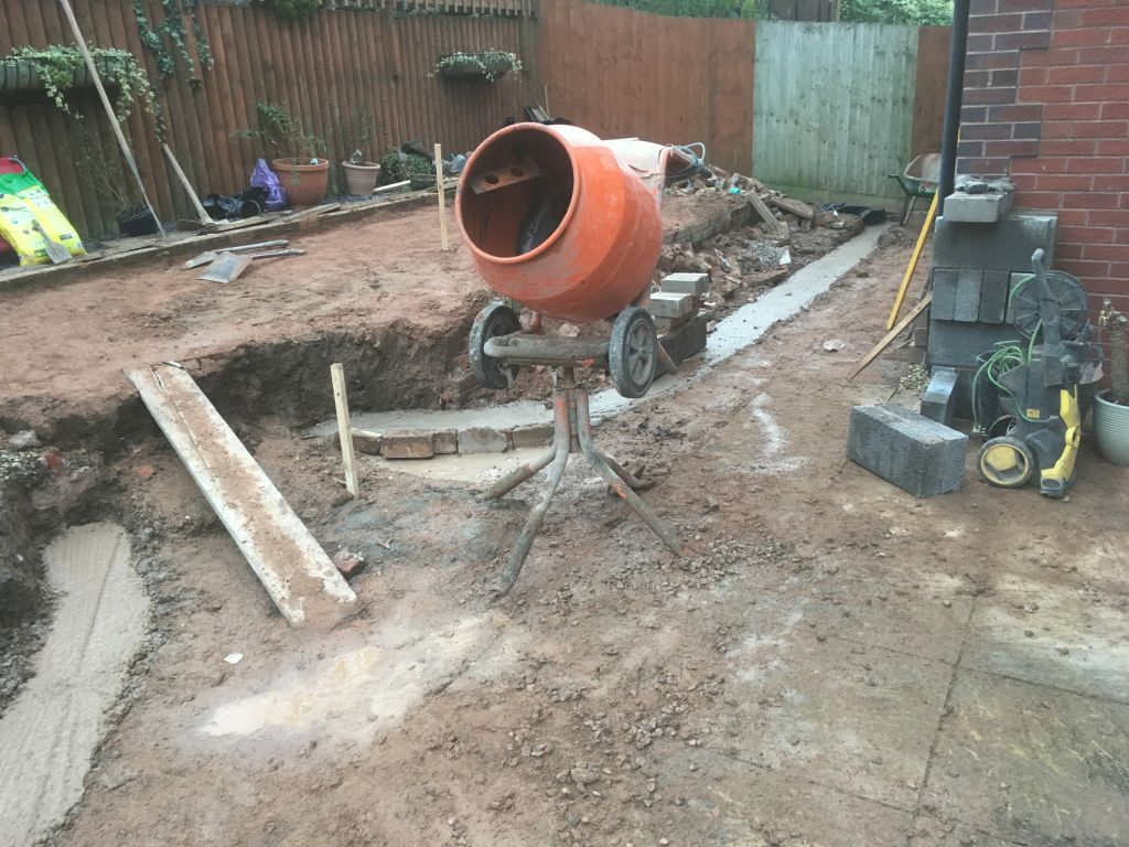 Chepstow mint fossil Indian sand stone with red decoter multi brick retaining wall-1